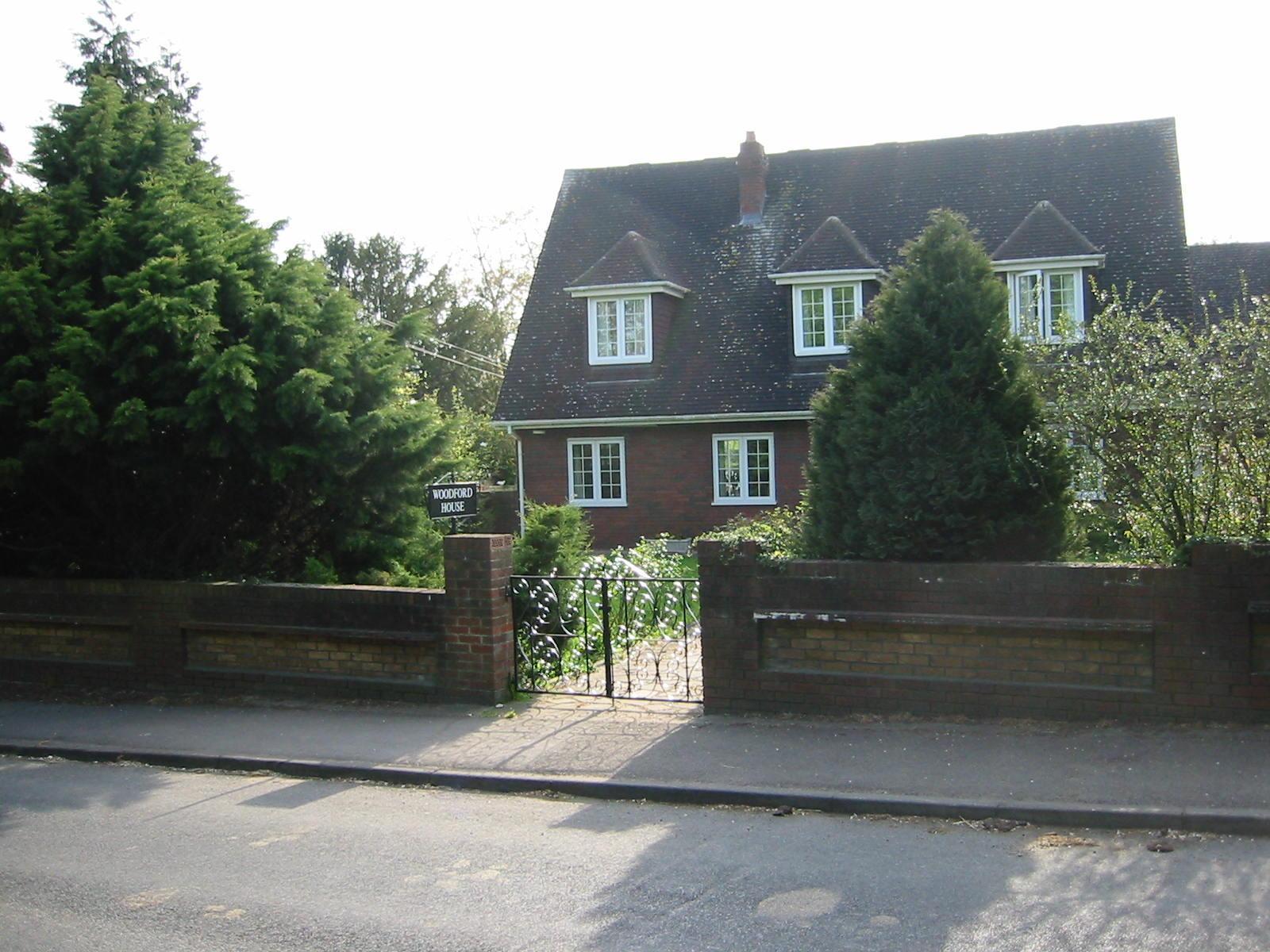 Taplow On Hill Farm Road Opposite Vineyard Entrance